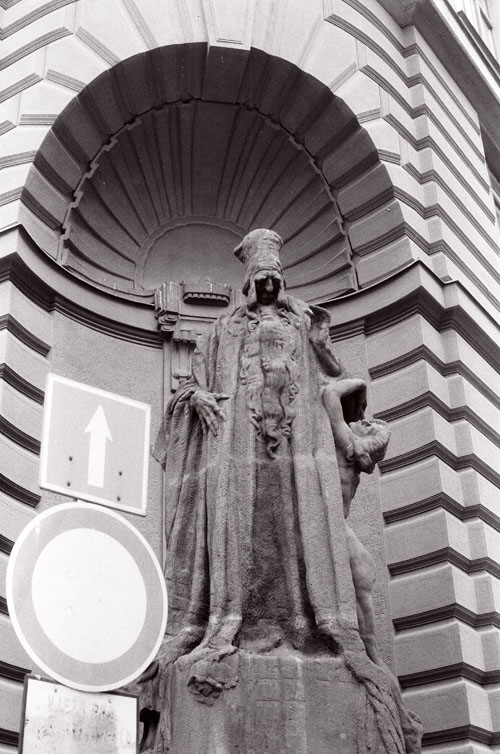 Ladislav Šaloun's statue of Rabbi Loew, photo credit Caleb Crain