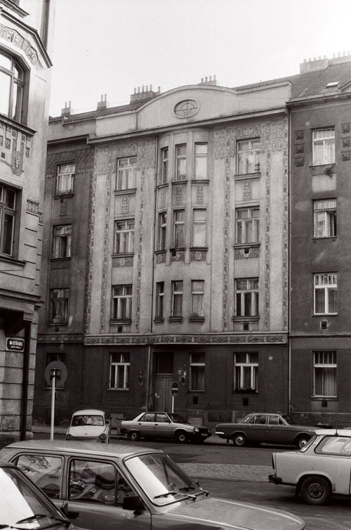 A Secession façade, Prague, 1990 or 1991, photo Caleb Crain